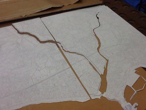 久之浜の被災地区の模型製作風景